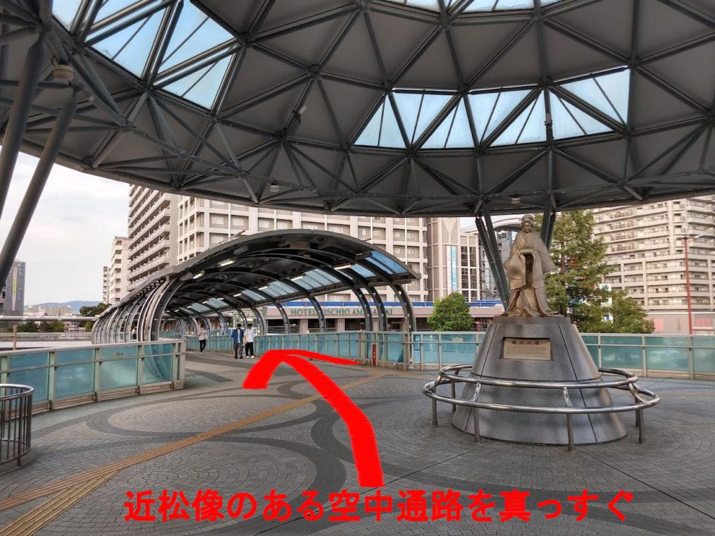 JR尼崎駅の近松像